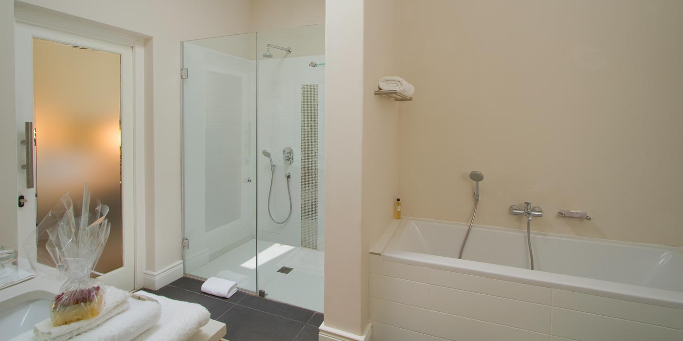 Luxury Stellenbosch Guest House accommodation suite bathroom